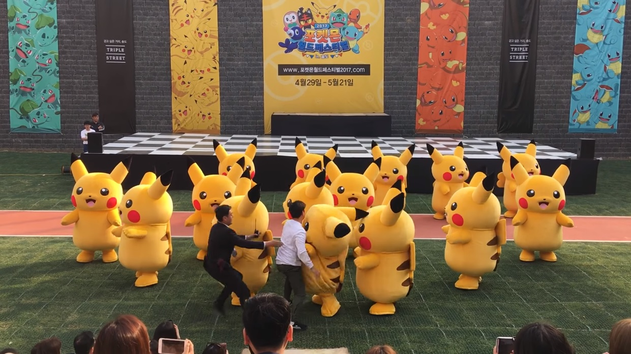 During a live concert, someone's Pikachu costume deflated and they were dragged off stage screenshot