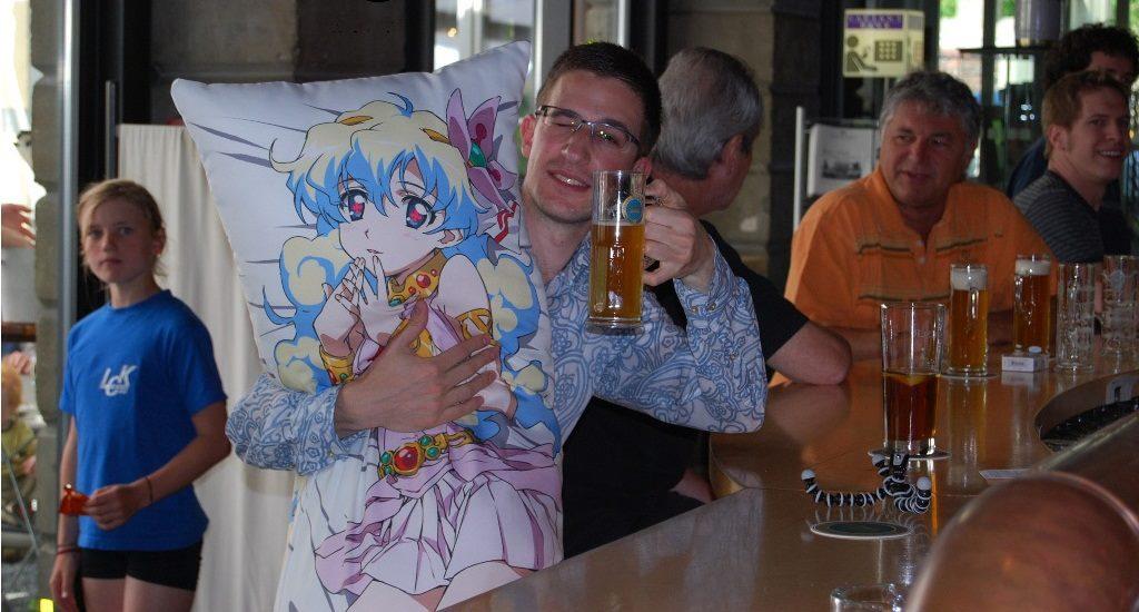 Get anime pillow cases with Utawarerumono: Mask of Truth this September screenshot