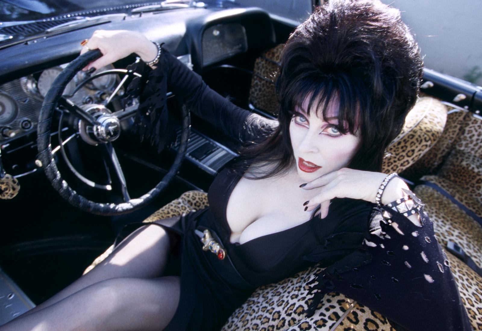 Elvira starring in Infinite Warfare: Absolution DLC screenshot