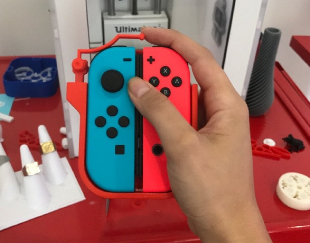 Peripheral enables one-handed use of the Joy-Con screenshot
