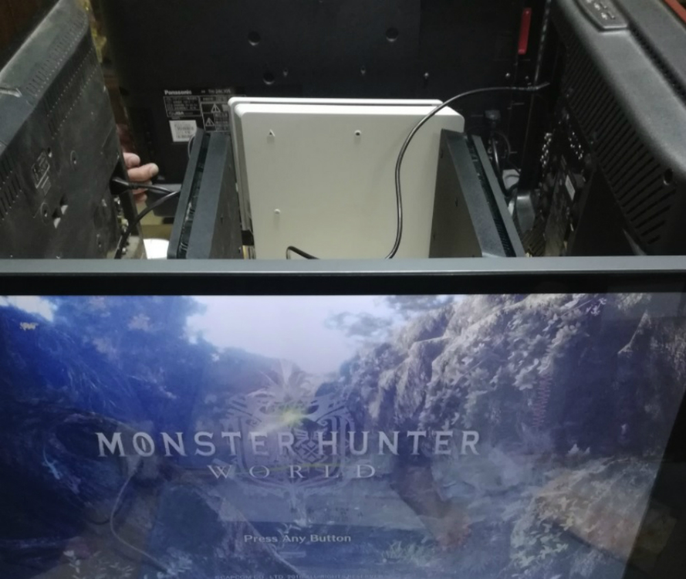 This great Monster Hunter LAN setup brings me back screenshot