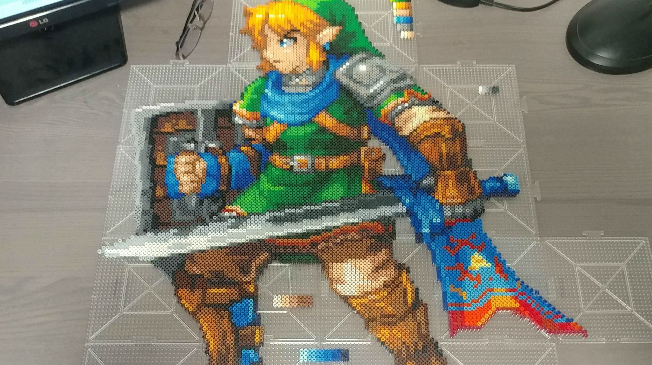 I'm extremely tempted to make this amazing Link bead art on my own screenshot