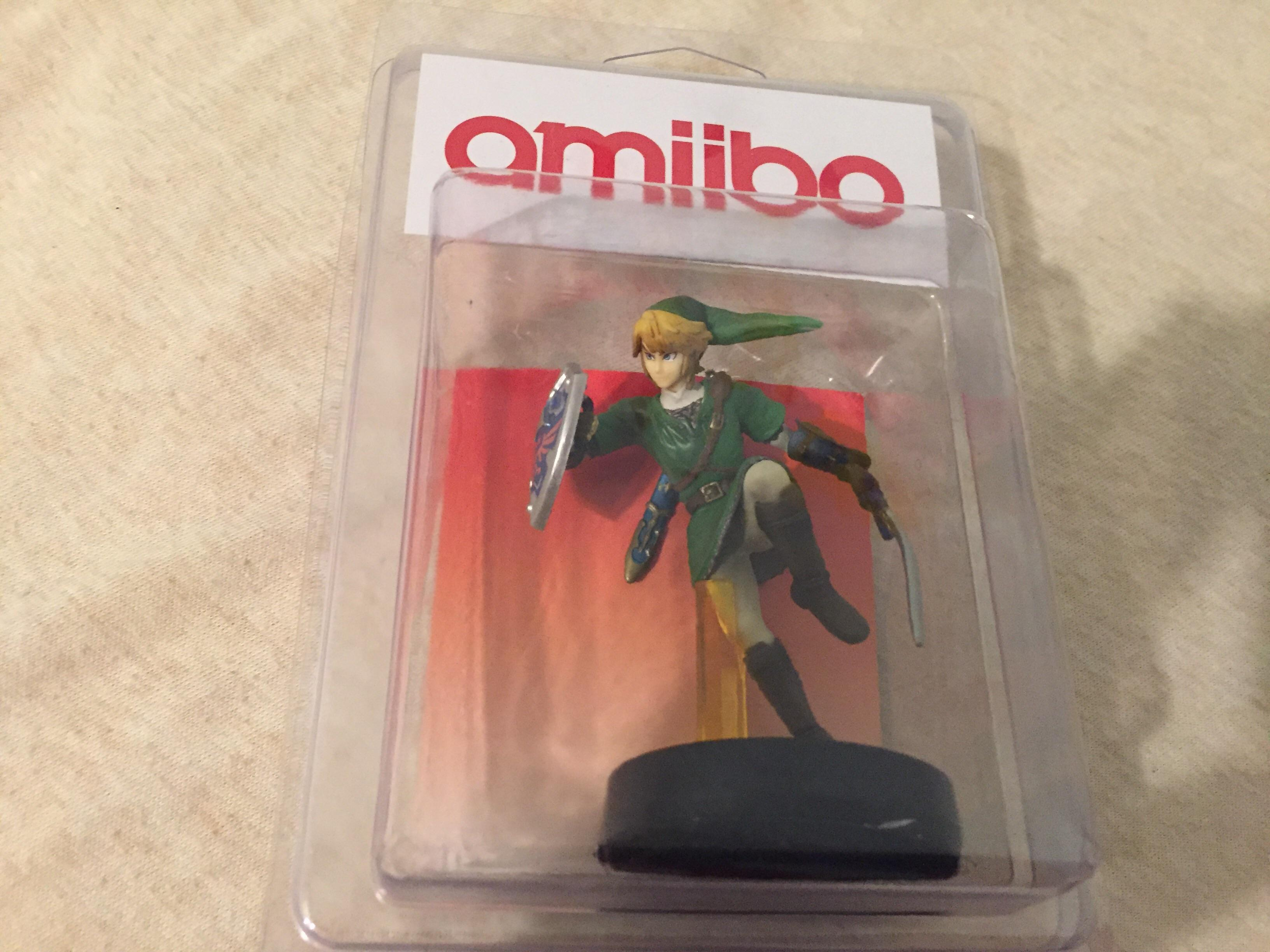 I can't stop laughing at this bootleg Legend of Zelda Link amiibo screenshot