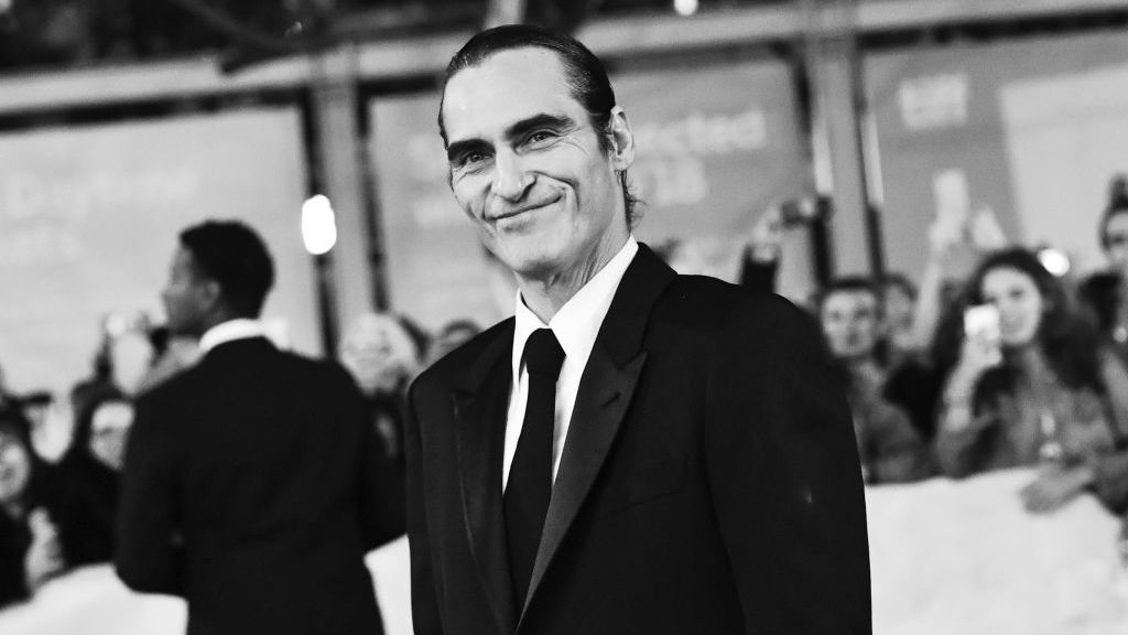 Joaquin Phoenix's Joker looks like a totally normal dude in this first official photo