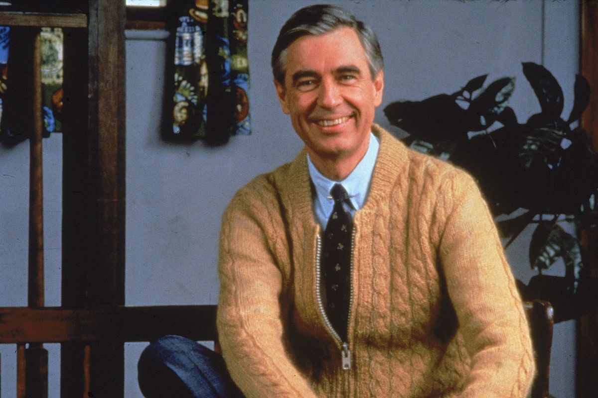 First Look At Tom Hanks Playing Fred Rogers In Upcoming Mister Rogers Movie