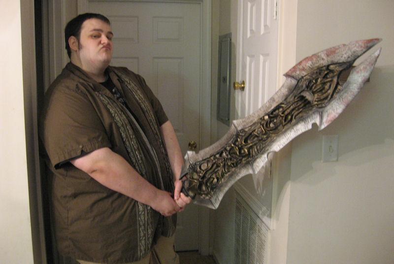 THQ sends us a GIANT MASSIVE DARKSIDERS SWORD!   800 x 536 jpeg 53kB