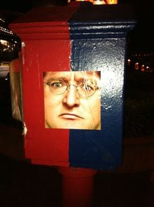 GDC: Someone put up pictures of Gabe Newell EVERYWHERE photo