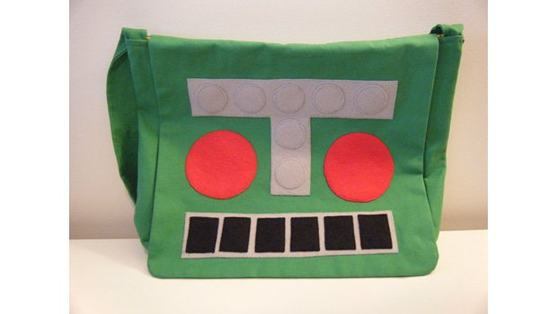 D'awwww! Someone made a Mr. Destructoid shoulder bag! screenshot