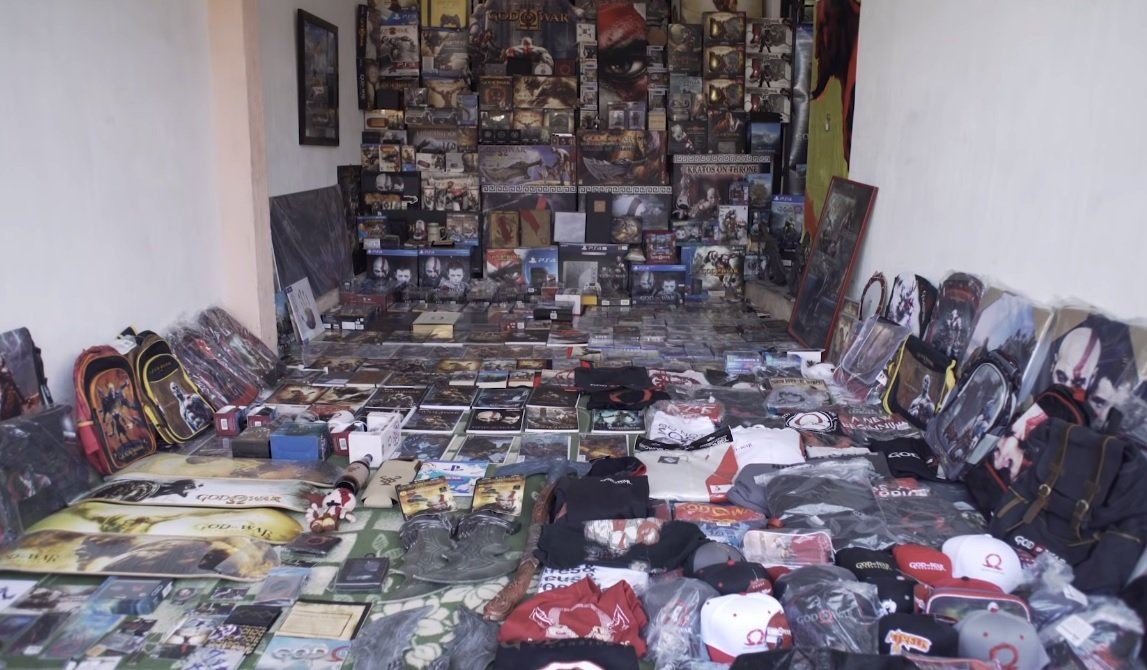 This God of War fan likely has a better collection than you, was honored by Santa Monica screenshot