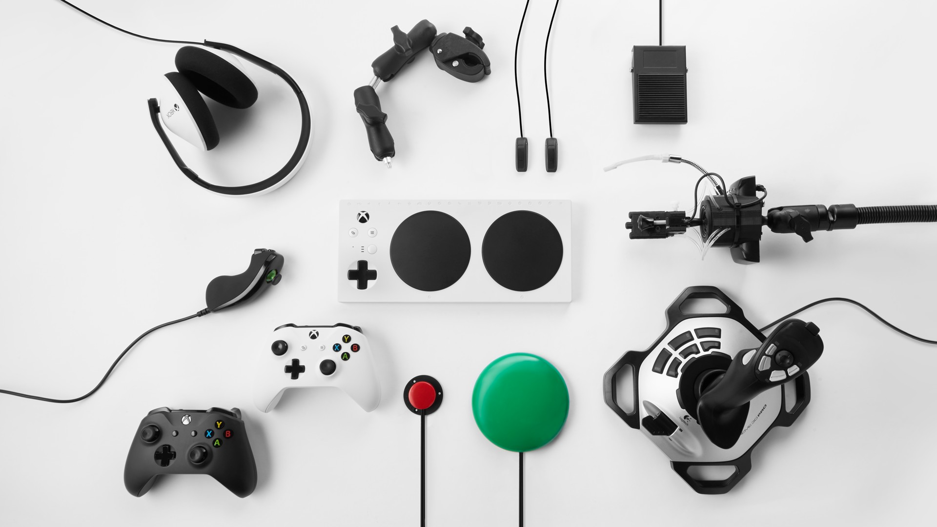 Unlike Sony, Microsoft confirms that 'all' Xbox One controllers will work on Series X screenshot