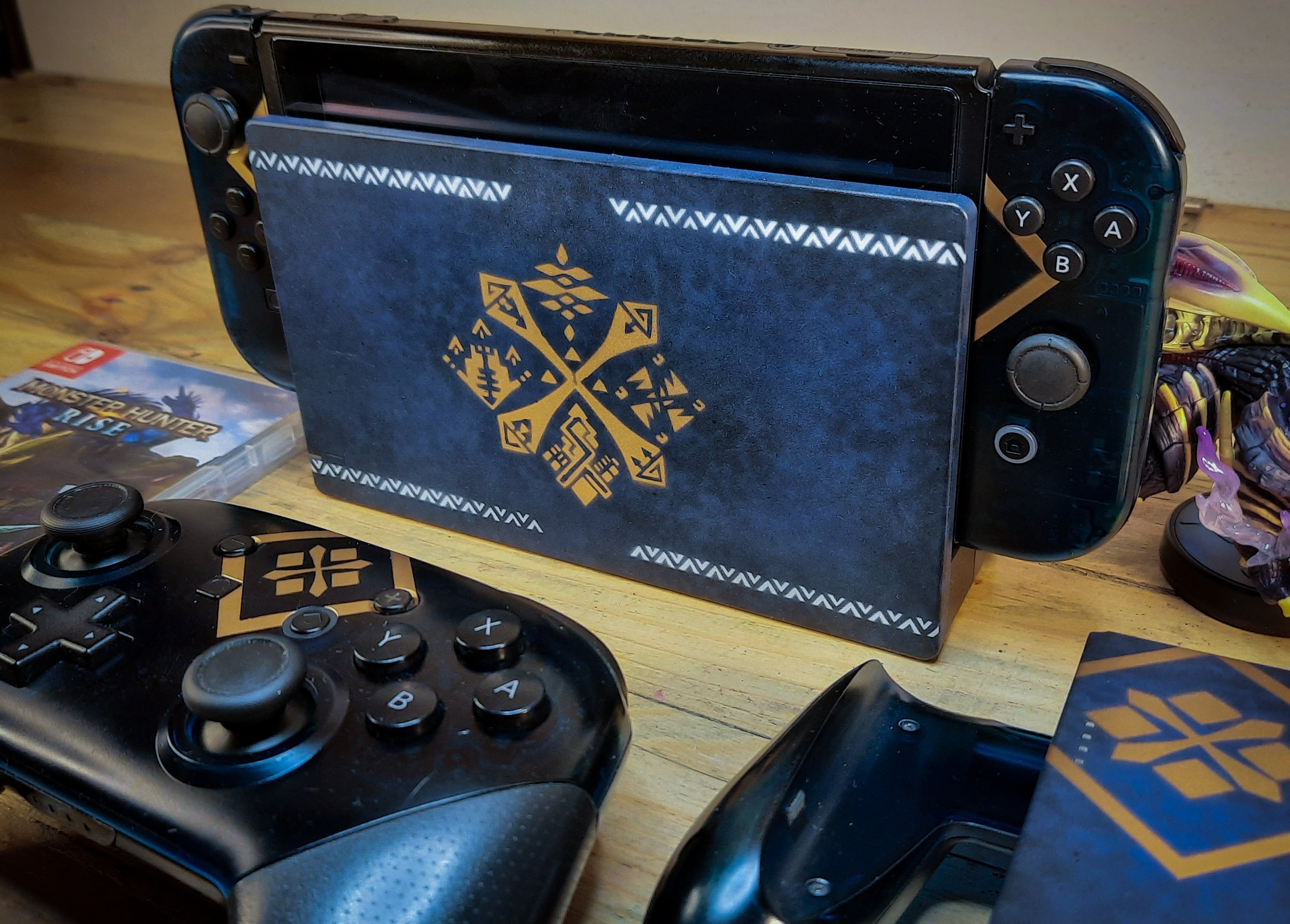 This fan made hand painted Monster Hunter Switch should inspire a lot of potential crafters out there screenshot