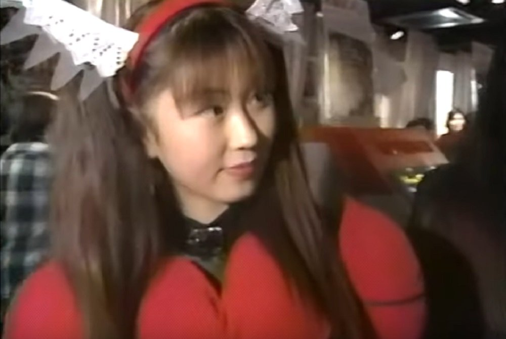 Cool archive footage features 1995 Sega Fighting Vipers cosplay tournament screenshot